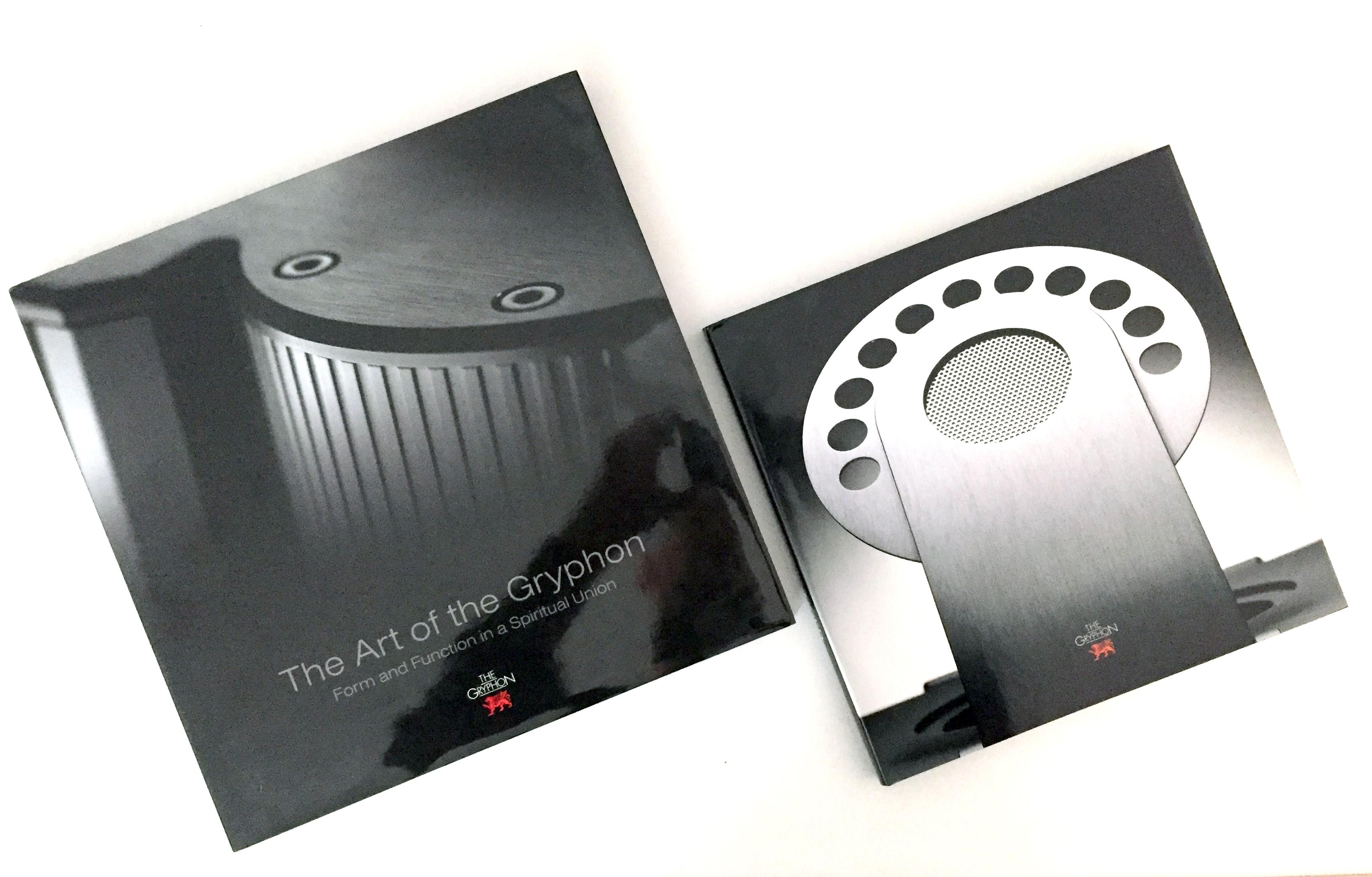Un dono molto gradito, le monografie aziendali Gryphon, stile da vendere.