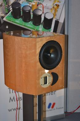 Apertura Kalya, two way, front ported bookshelf speakers