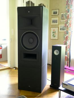The reference speaker on the left is the Swiss Strauss Elektroakustik, model SE Mastering Studio Monitor, chosen by the Sony Music Studios in Tokyo,<br />here just on stands as the subwoofer section is missing.