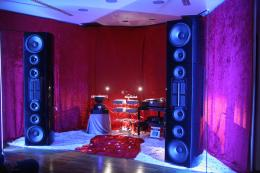 The front end for the introduction of the Stream digital source: the amplification is the Timeless DNA Mono Amp, 100 watts per channel,<br />analogue source by Roberto Torlai, Omnia Audiophile Colosseum loudspeakers.